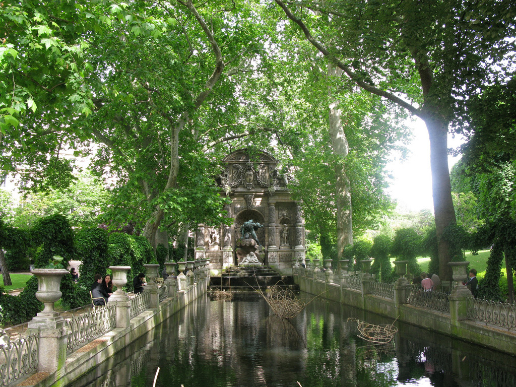 Paris chartreux luxembourg rental apartment for Jardin du luxembourg hours